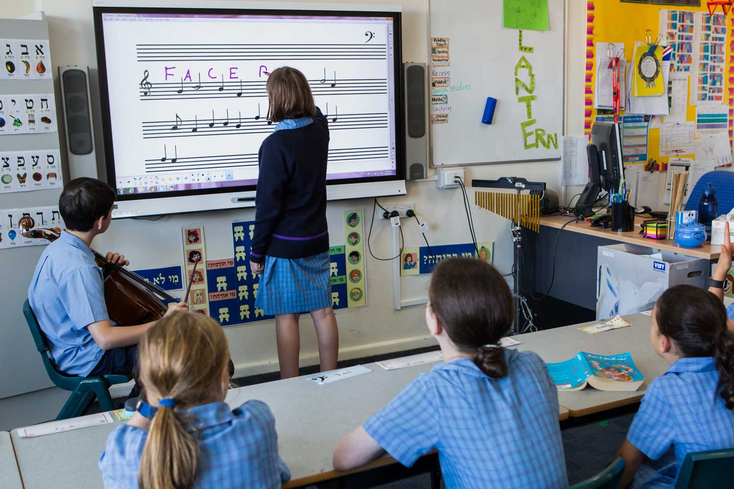 SMART-Board-case-study—school-music-class—smart-ink